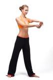 Mulher de Younge que estica os músculos de suas mãos Foto de Stock