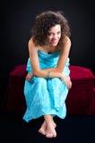Mulher descalça atrativa Imagens de Stock Royalty Free