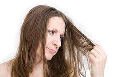 Mulher descontentada com seu cabelo Fotografia de Stock