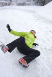 Mulher deslizada em uma neve e em um gelo Fotos de Stock Royalty Free