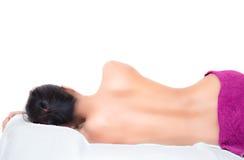 mulher despida de sono com toalha branca Fotos de Stock Royalty Free