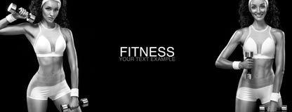 Mulher desportiva e apta com peso que exercita no fundo preto para ficar apto Motivação do exercício e da aptidão fotografia de stock royalty free