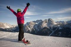 Mulher desportiva em montanhas nevado Foto de Stock Royalty Free