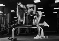 Mulher desportiva no Gym fotografia de stock