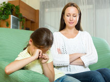 A mulher discute a criança Imagens de Stock