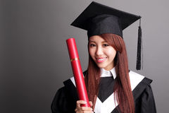 Mulher do aluno diplomado do sorriso Fotografia de Stock Royalty Free
