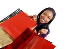 Mulher do americano africano com sacos de compra imagens de stock
