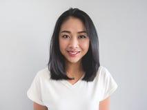 Mulher do asiático do sorriso imagens de stock