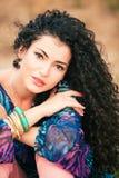 Mulher do cabelo Curly Fotografia de Stock Royalty Free