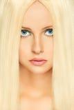 Mulher do cabelo louro com olhos azuis. Retouched foto de stock royalty free