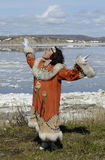 Mulher do chukchi da dança Imagens de Stock