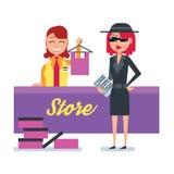 A mulher do cliente do mistério no revestimento do espião verifica a loja de roupa Fotografia de Stock
