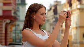 Mulher do conceito do estilo de vida fotografada no filme