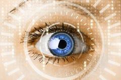 Mulher do Cyber com conceito do olho da matriz fotos de stock royalty free