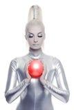 Mulher do Cyber com esfera vermelha imagens de stock