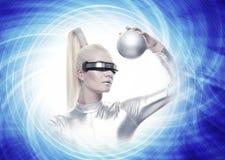 Mulher do Cyber com uma esfera de prata imagens de stock