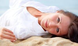 Mulher do desejo da praia fotografia de stock royalty free