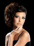 Mulher do encanto com penteado curly Fotos de Stock Royalty Free