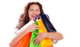 Mulher do entusiasta da compra que abraça sacos foto de stock