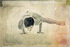 Mulher do equilíbrio de Yantra da ioga fotografia de stock
