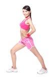 Mulher do esporte que aquece para o esporte Fotografia de Stock Royalty Free