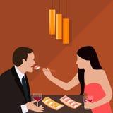 A mulher do jantar dos pares dá o alimento para o sushi romântico do homem que come o vidro de vinho da bebida Fotos de Stock