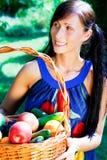 Mulher do jardim da cesta Foto de Stock Royalty Free