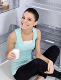 Mulher do leite bebendo Fotos de Stock Royalty Free