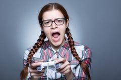 Mulher do lerdo com Gamepad imagem de stock royalty free