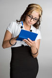 Mulher do livro de cheques Foto de Stock