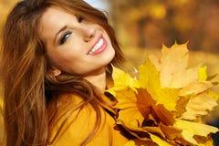 Mulher do outono imagens de stock royalty free