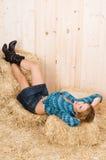 Mulher do país em um celeiro Fotografia de Stock Royalty Free