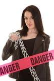 Mulher do perigo com corrente Imagem de Stock Royalty Free
