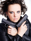 Mulher do perigo que prende dois injetores Fotografia de Stock