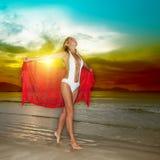 Mulher do por do sol foto de stock