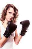 Mulher do pugilista do esporte em luvas pretas. Encaixotamento de pontapé do treinamento da menina da aptidão. Fotografia de Stock