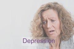 A mulher do retrato com depressão e queima-se fotografia de stock