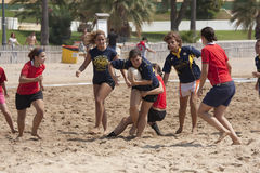 Mulher do rugby da praia Fotos de Stock Royalty Free