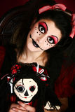 Mulher do traje da boneca de Goth imagem de stock