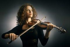 Mulher do violinista com violino fotos de stock