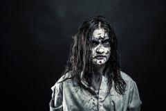 Mulher do zombi com cara ensanguentado fotografia de stock