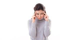 Mulher doente com dor de cabeça suave, roupa do inverno Imagens de Stock Royalty Free