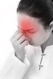 Mulher doente com dor de cabeça, enxaqueca, esforço, sentimento negativo Imagem de Stock