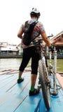 Mulher dos ciclistas foto de stock