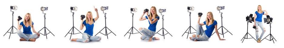 A mulher durante o photosession da foto no branco Foto de Stock