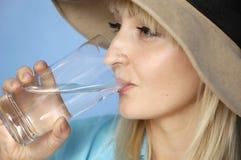 Mulher e água Imagens de Stock Royalty Free