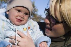 Mulher e bebê fotos de stock