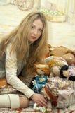 Mulher e bonecas Fotos de Stock