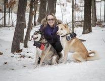 Mulher e cães Imagens de Stock