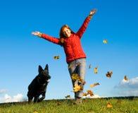 Mulher e cão Fotos de Stock Royalty Free